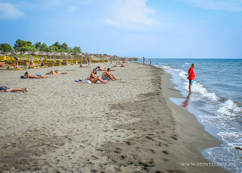 Пляж для нудистов занимает примерно 80% морского побережья острова Ада Бояна