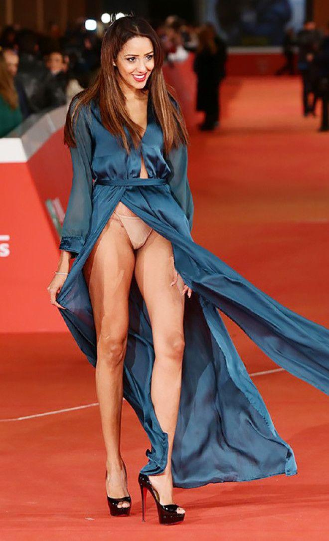 Куни для модели в платье без белья видео