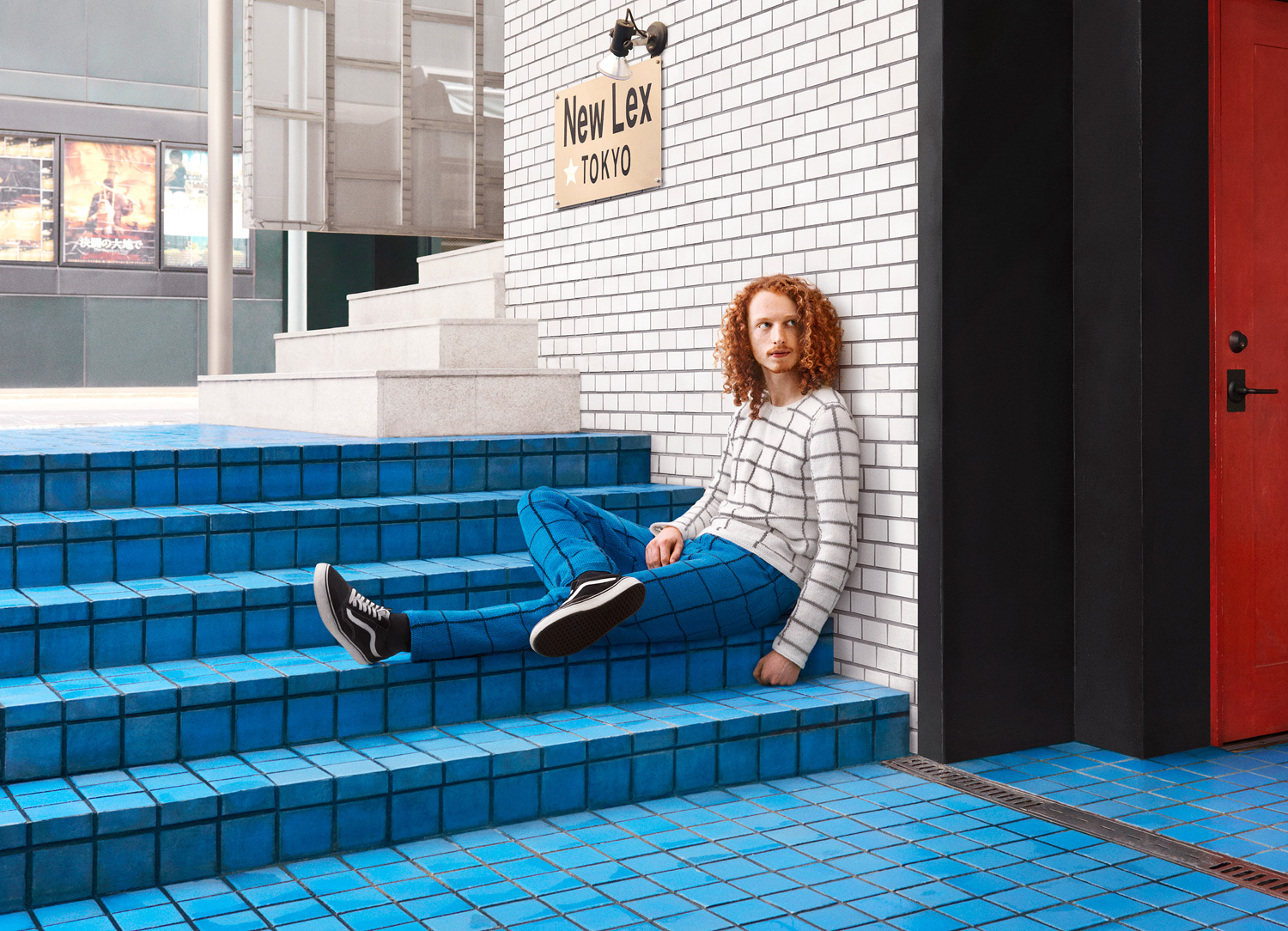 Custom Hand-Knit Sweaters Blend Subjects into Urban Environments (7 pics)