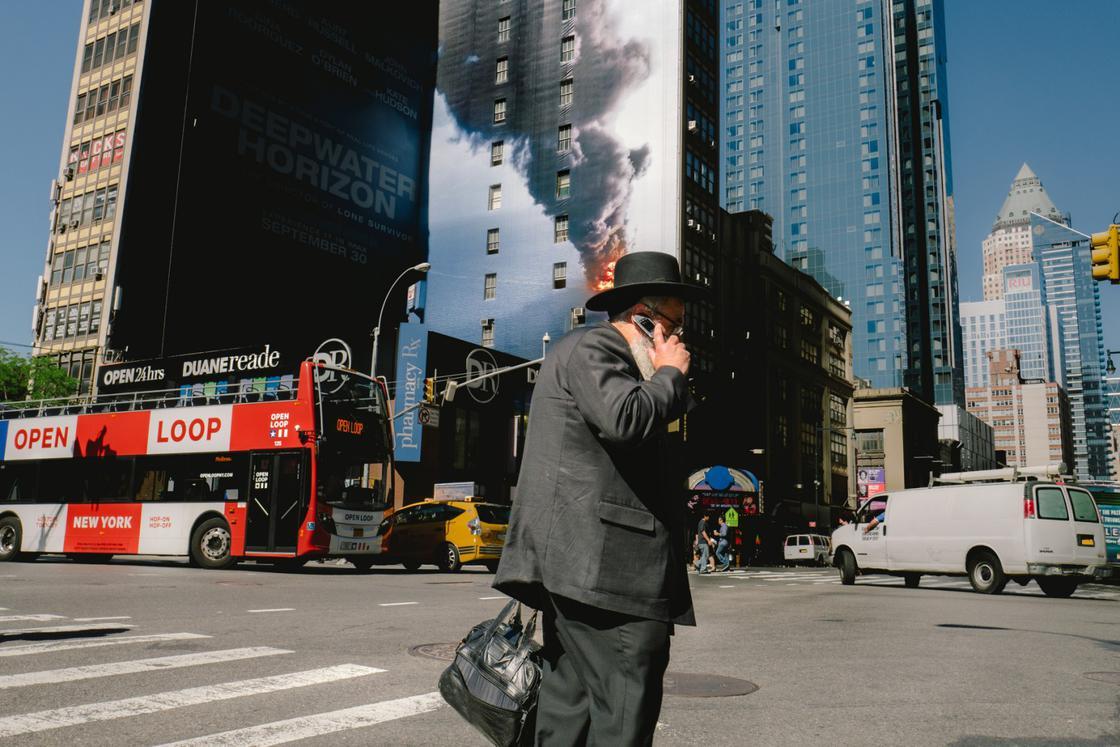 Coincidences – The amazing photographs of Jonathan Higbee