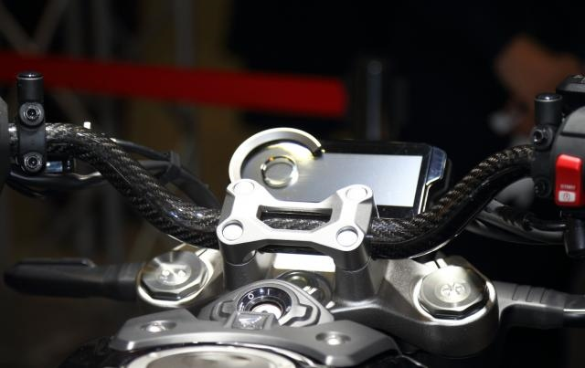 Мотоцикл Honda CB1000R Carbon представили в Токио