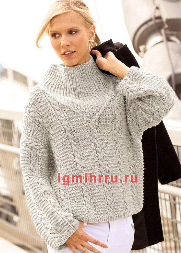 Светло-серый теплый пуловер с косами и резинкой. Вязание спицами
