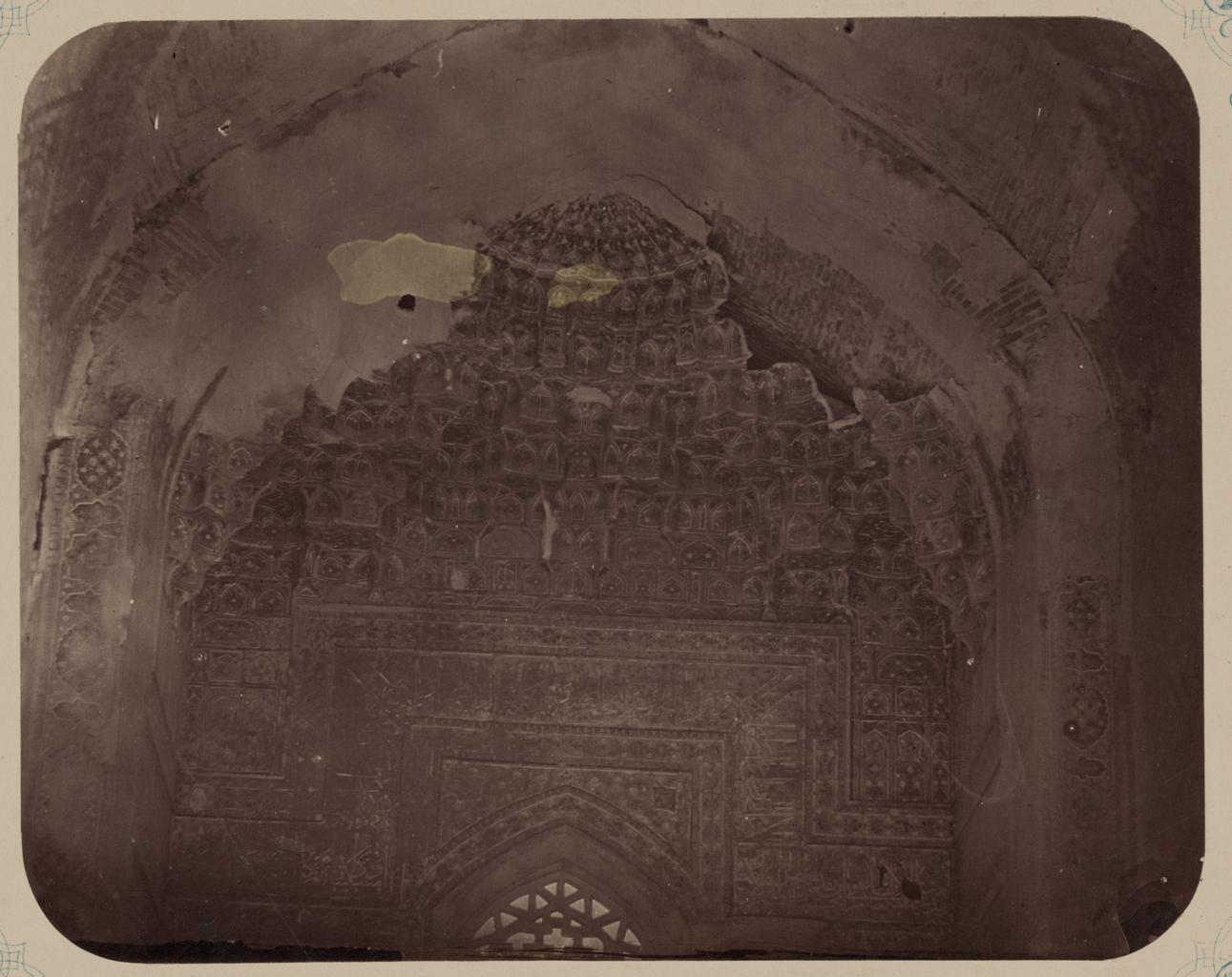 Медресе Шир-Дор. Внутренний двор (восточная сторона). Деталь верхней части главной ниши
