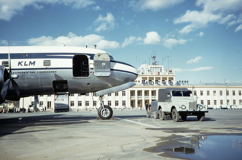 1959 Douglas DC-7F компании KLM во Внуково. Harrison Forman.jpg