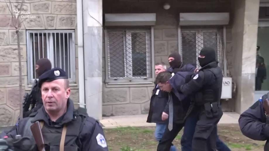 Полиция Косово выдворила главного сербского чиновника (видео)