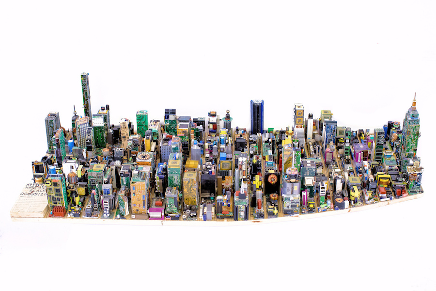 Breathtaking Electronic Reduced Model Of Manhattan (5 pics)
