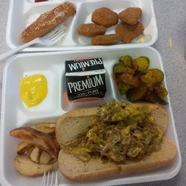 30 unappetizing meals served in American schools…