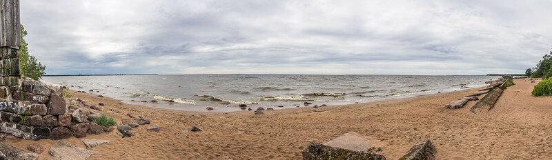 Камни, песок, море и небо.