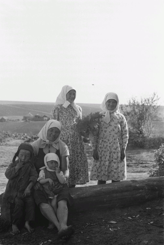 Крестьянки с детьми
