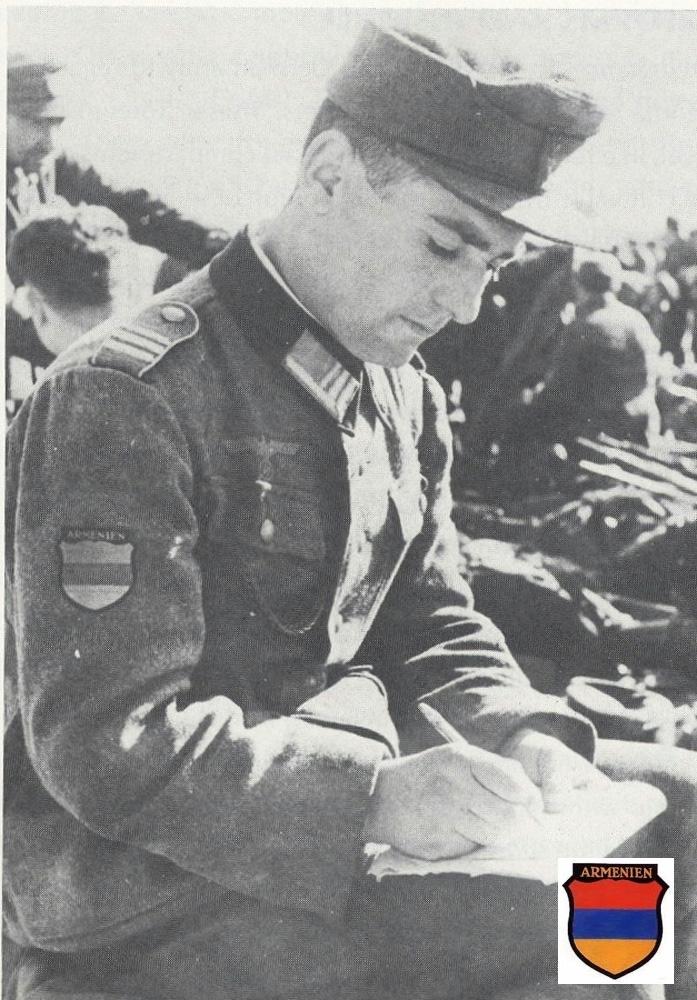 Гауптман Гиви Габрилиани пишет отчет в Берлин. 1945 г. arm2.jpg