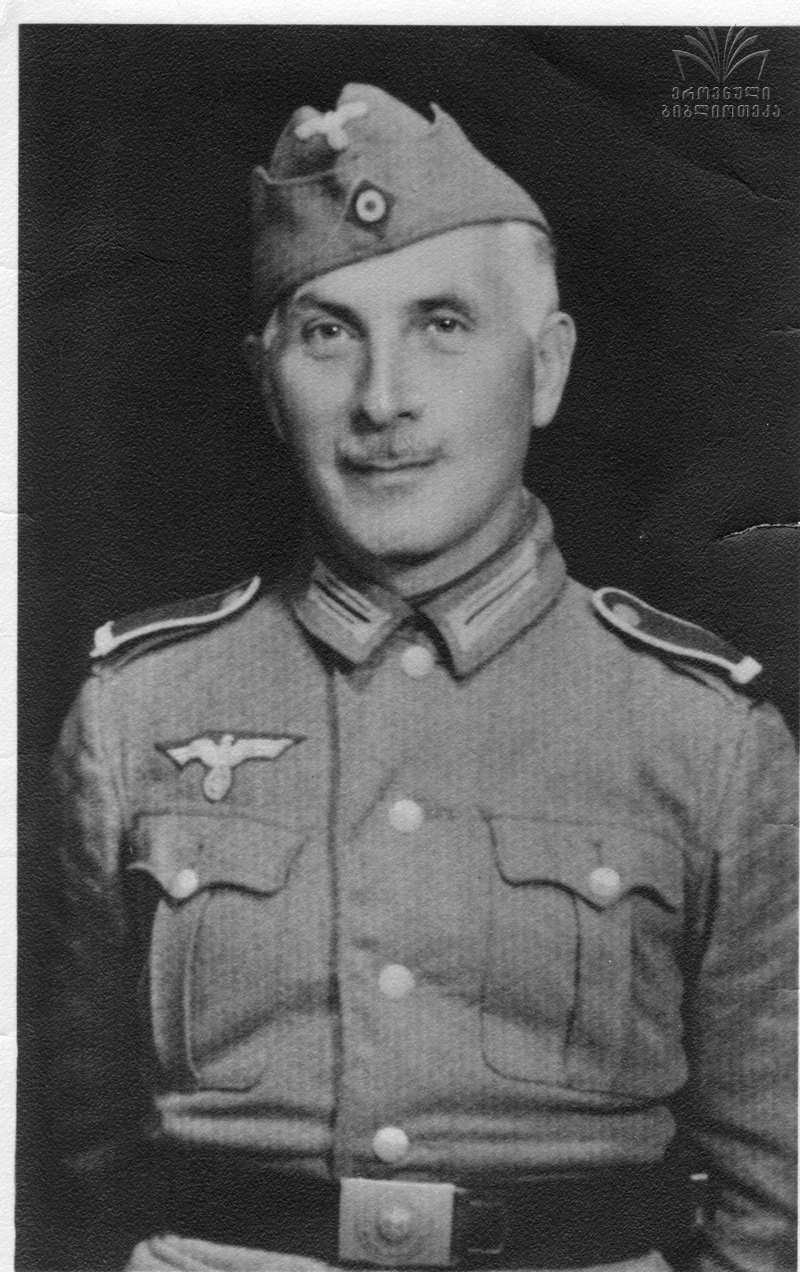Гауптман Гиви Габрилиани пишет отчет в Берлин. 1945 г. Zaldastanishvili_043.jpg
