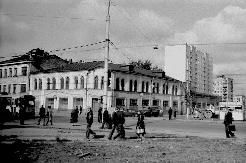 90327 Бакунинская улица, бывший магазин _Автомобили 84 Артамонов Г.В._.jpg