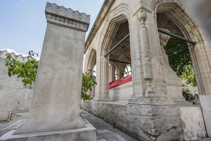 Гробница (тюрбе) османского архитектора Синана. Стамбул. Сулеймание.