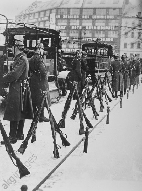 SA-Demonstration/Bьlowplatz/Polizei,1933 - SA Demonstration/Bьlowplatz/Police/ 1933 -