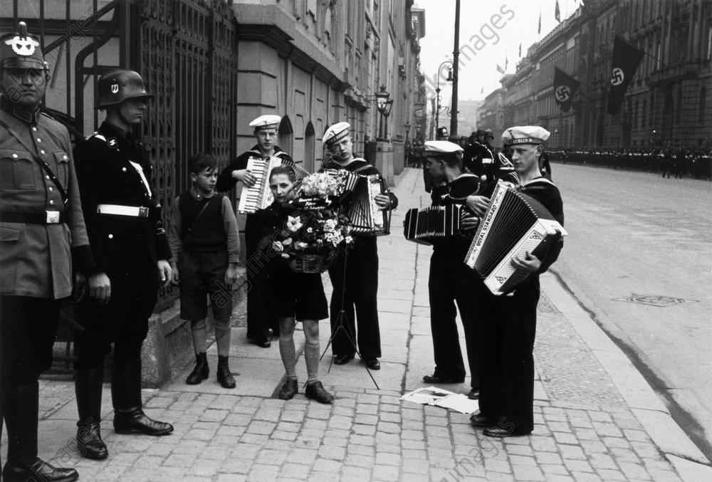 Geburtstag Hitlers/Geburtstagsstдndchen - Hitler's Birthday - Serenade / 1937 -