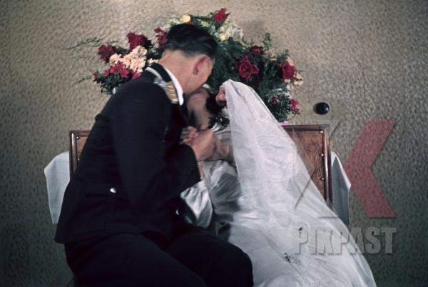 stock-photo-austrian-air-force-pilot-officer-luftwaffe-vienna-wien-austria-medals-uniform-wedding-family-kissing-1941-smeschkal-9868.jpg