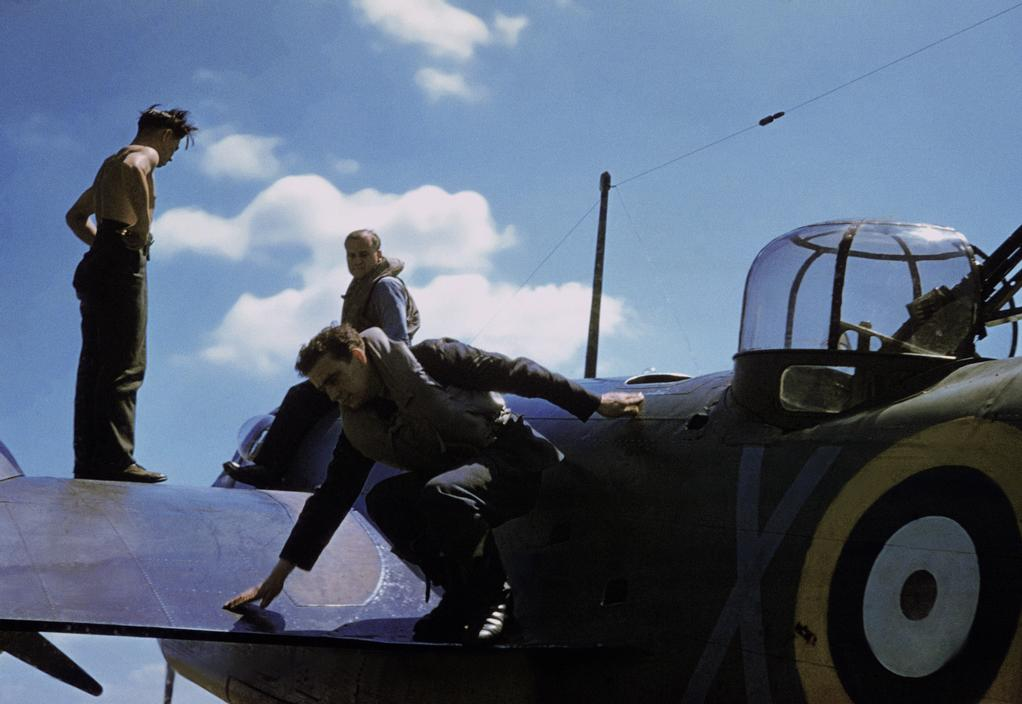 Wonderful Colour Photographs of World War II by Robert Capa (58).jpg