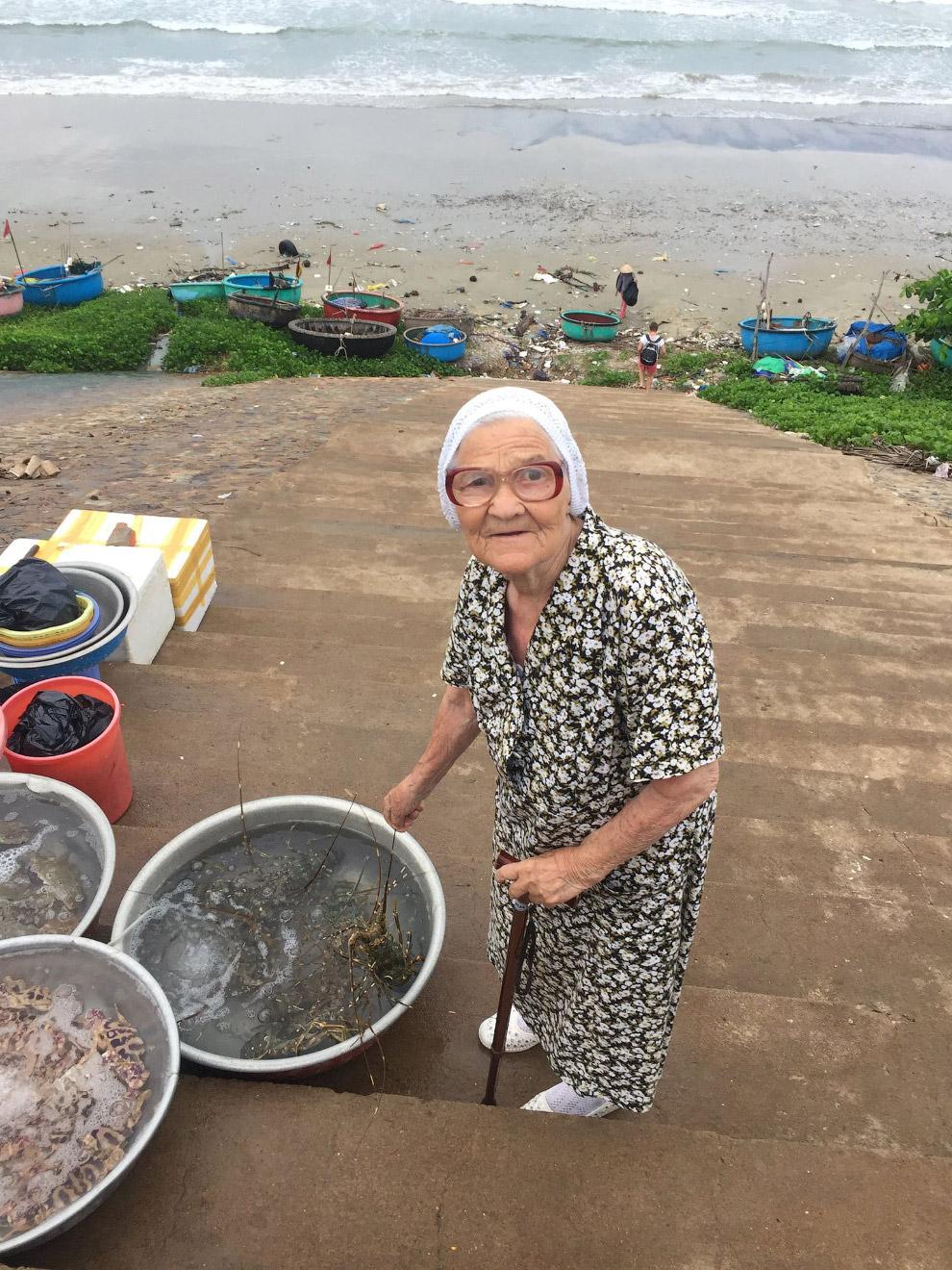 3. «В 83 года Баба Лена решила путешествовать Вот так взяла и решила! И с тех пор копит свою пе