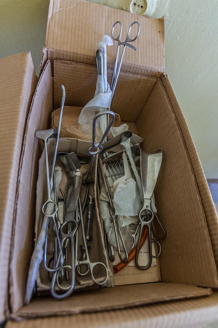 42. Эти хитро изогнувшиеся инструменты не годились ни на что, кроме разрывания чужой плоти.
