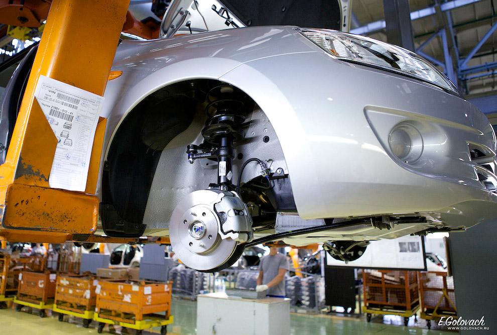 7. В своё время конвейер Калины стал настоящим прорывом отечественного автопрома: роботизирован