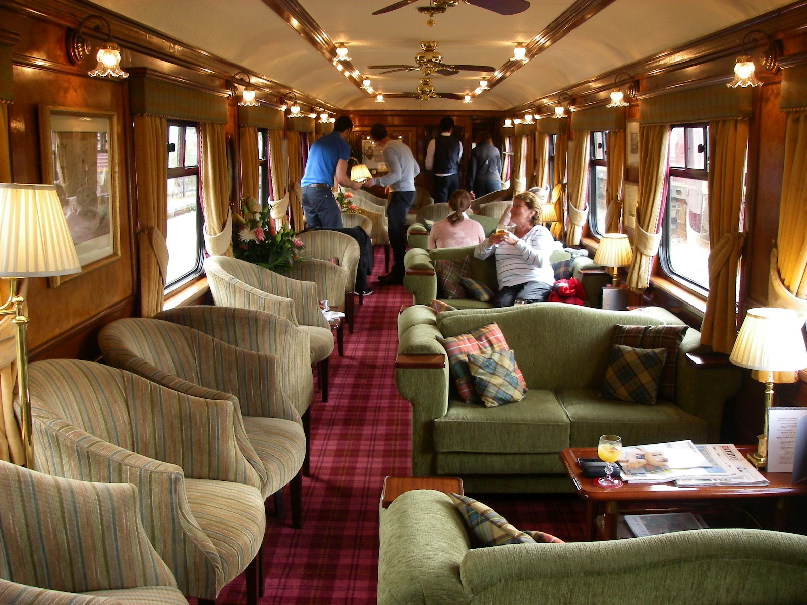 Поезд Royal Scotsman Цена за билет: от 2 935 долларов. Невероятно уютный и удобный поезд следует чер