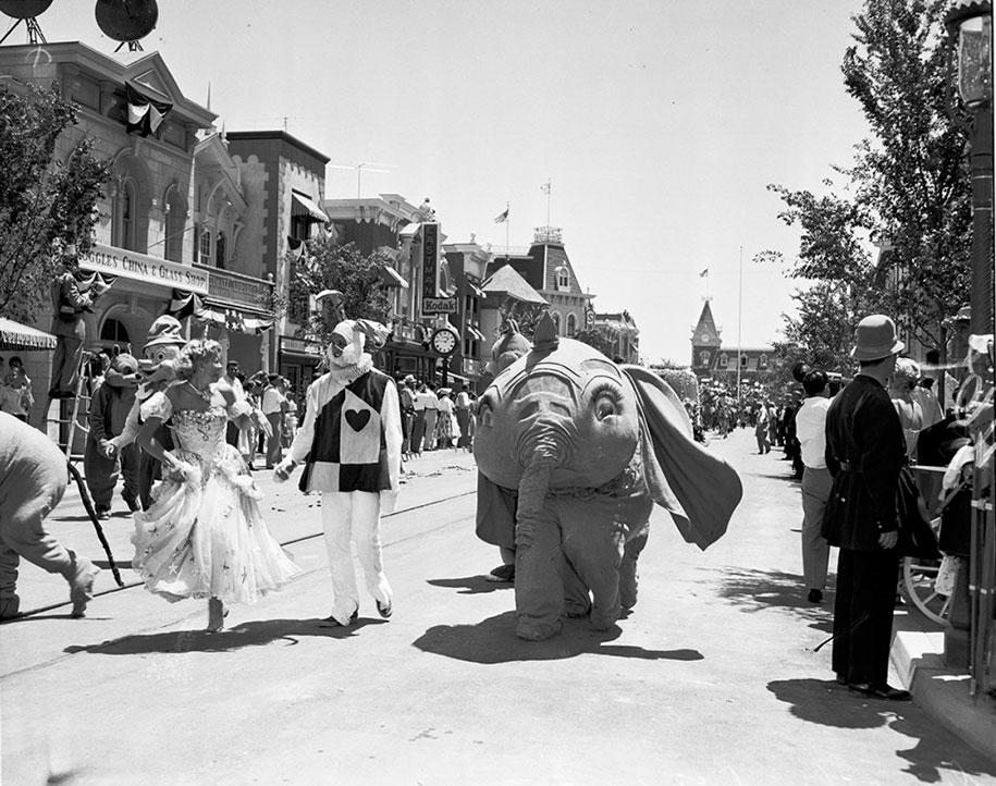 Диснейленд в день своего открытия в 1955 году