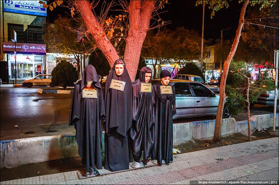 Не знаю, лучше иранцам стало или хуже. Местные жители по-разному воспринимают сегодняшнюю реальность