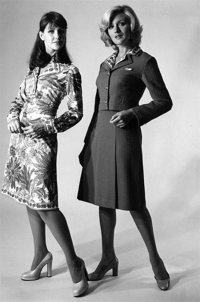 Стюардессы вуниформе, созданной Эмилем Пуччи, которую они носили с1974 по1985годы. Компания вошл