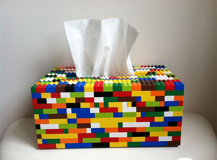 Необычная коробка для упаковок с бумажными салфетками.