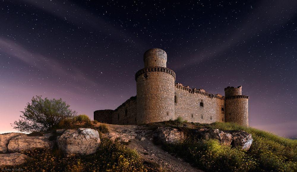 6. Замок Барсьенсе, Испания (© Jesus M. Garcia) Замок Барсьенсе в испанской провинции Толедо был пос