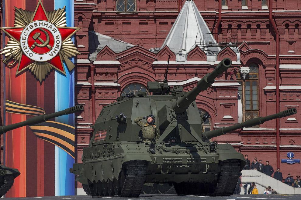 5. Десять тысяч человек приняло участи в Параде Победы 9 мая 2017. (Фото Kirill Kudryavtsev):