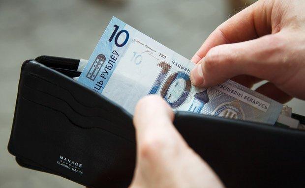 Средняя заработная плата в Беларуссии продолжает падать: минус 10 руб. заоктябрь