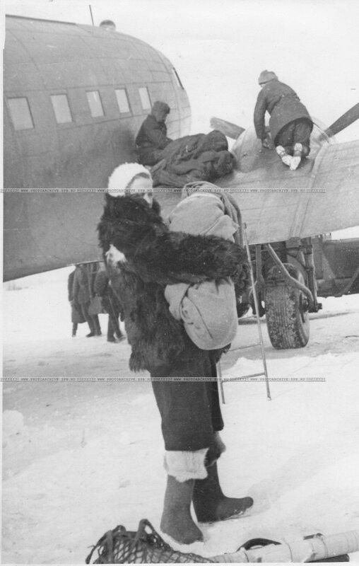 Эвакуация ленинградцев на американском самолете Дуглас