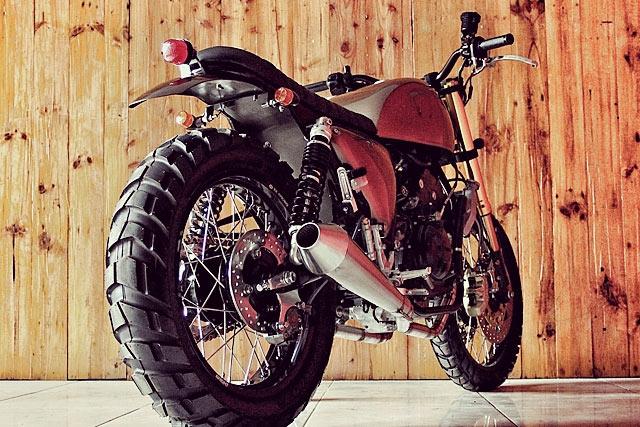 Studio Motor: скрэмблер Yamaha R25