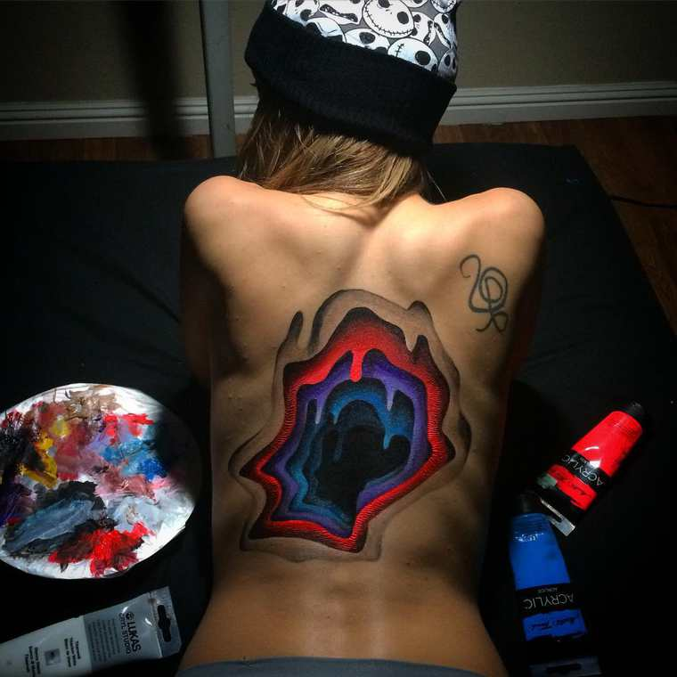 When body painting is inspired by street art
