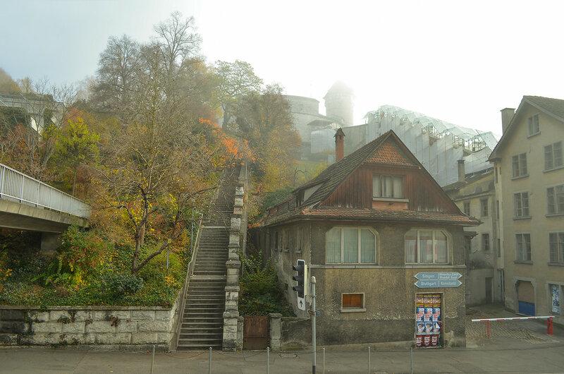 Лестница, ведущая в крепость Мунот