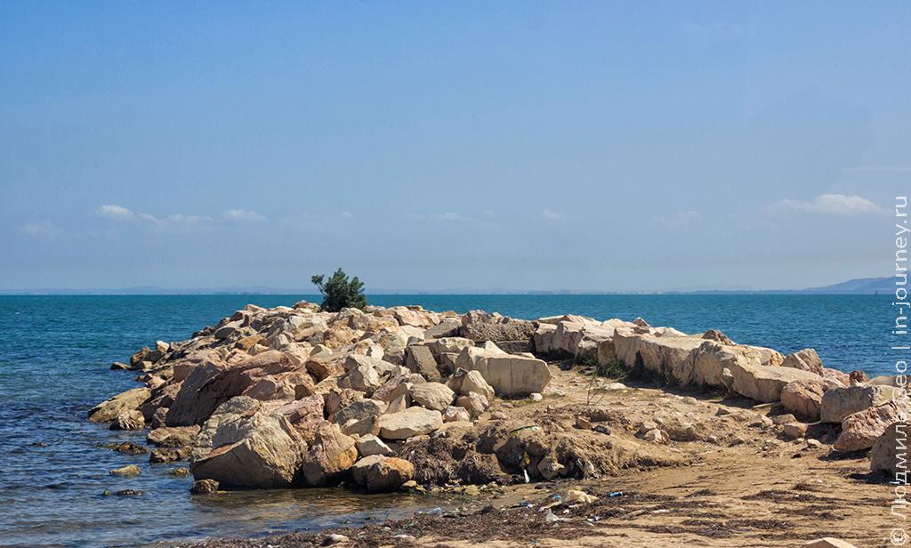 островок в море в Тунисе