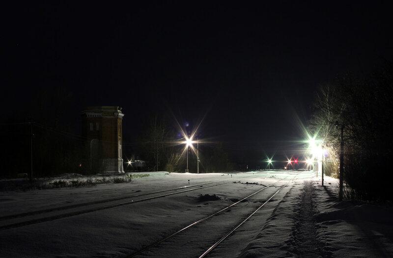 Платформа и здание водонапорки на станции Высокое
