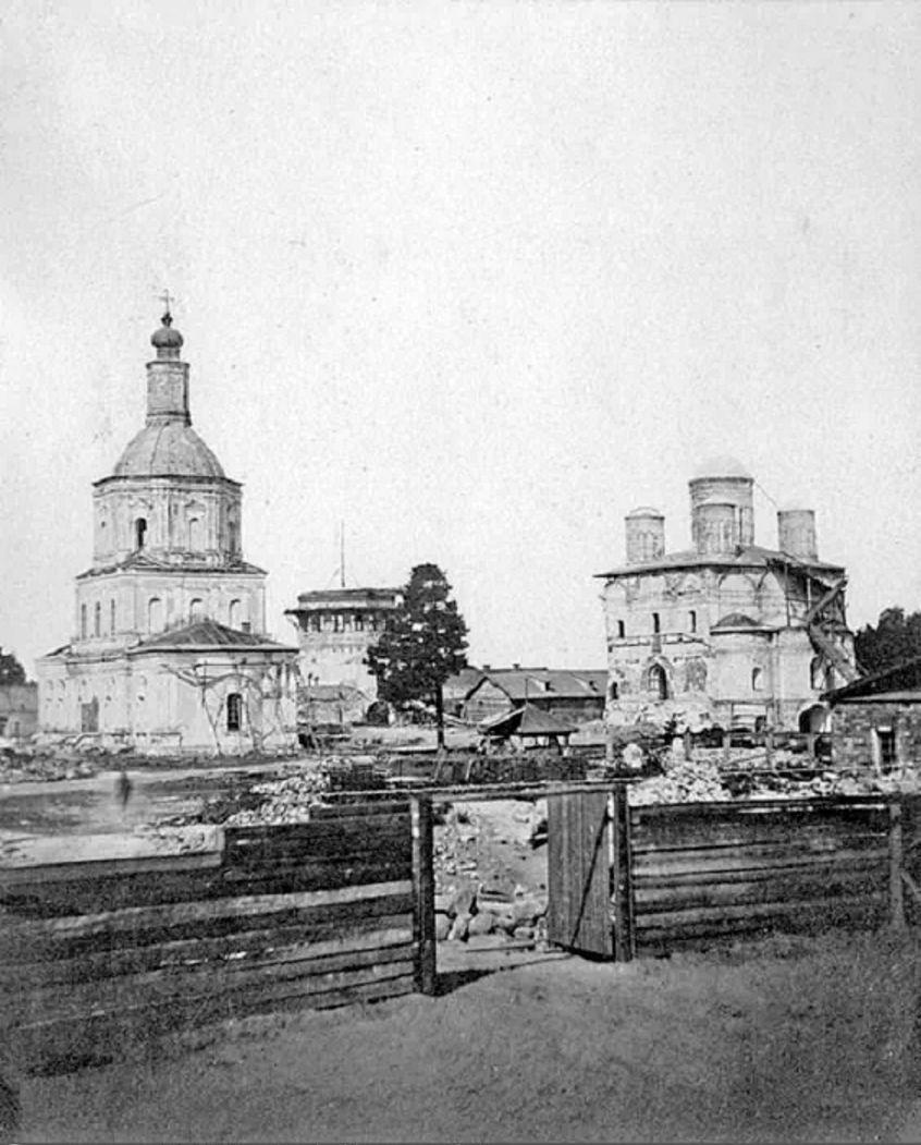 Вид на Салтыковскую церковь и Богоявленский собор