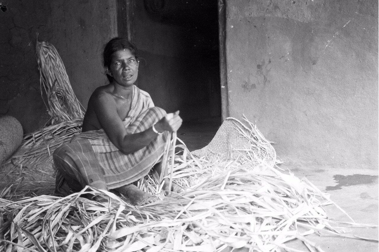 70. Женщина сингалка. Моландени