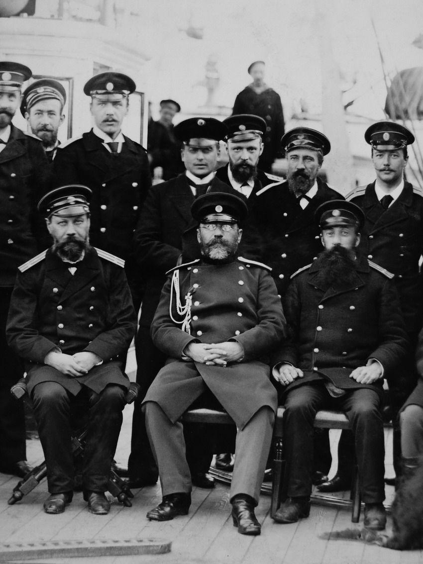 Гродеков Николай Иванович среди офицеров крйсера во время поездки на остров Сахалин в апреле 1894 года
