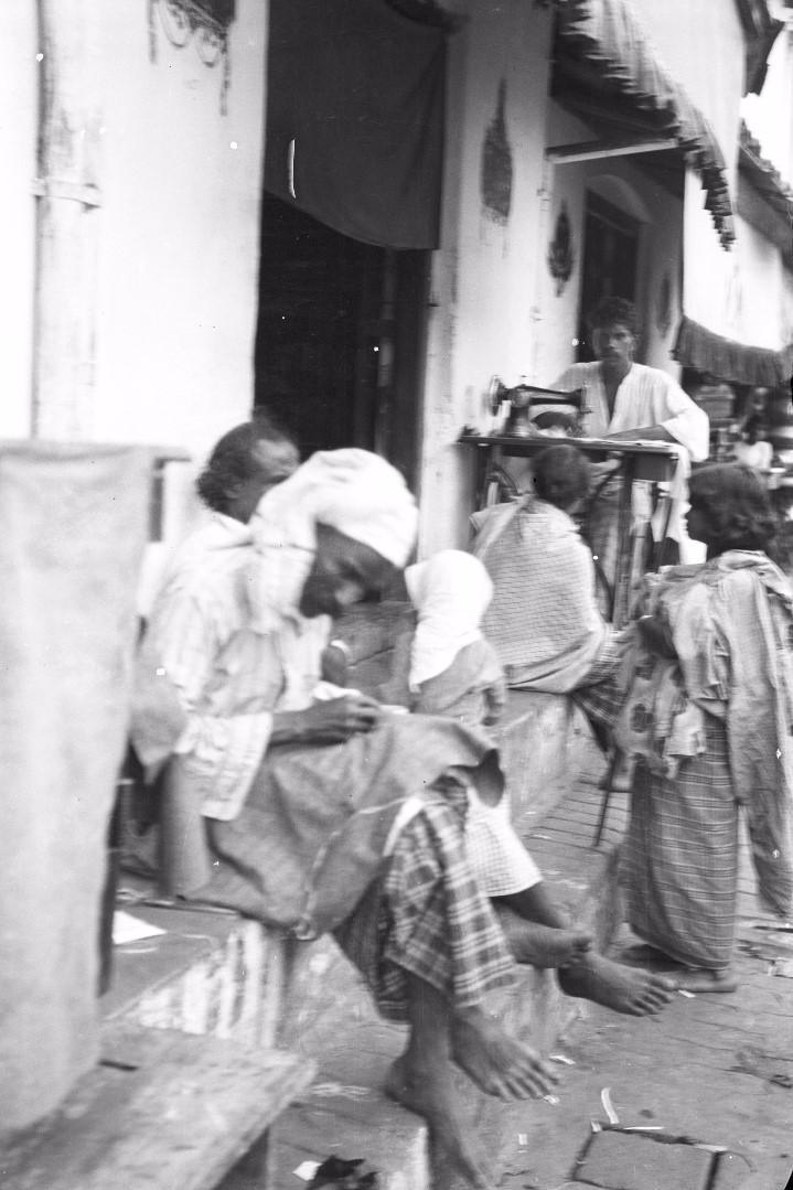 228. Швейная мастерская на рынке в Канди