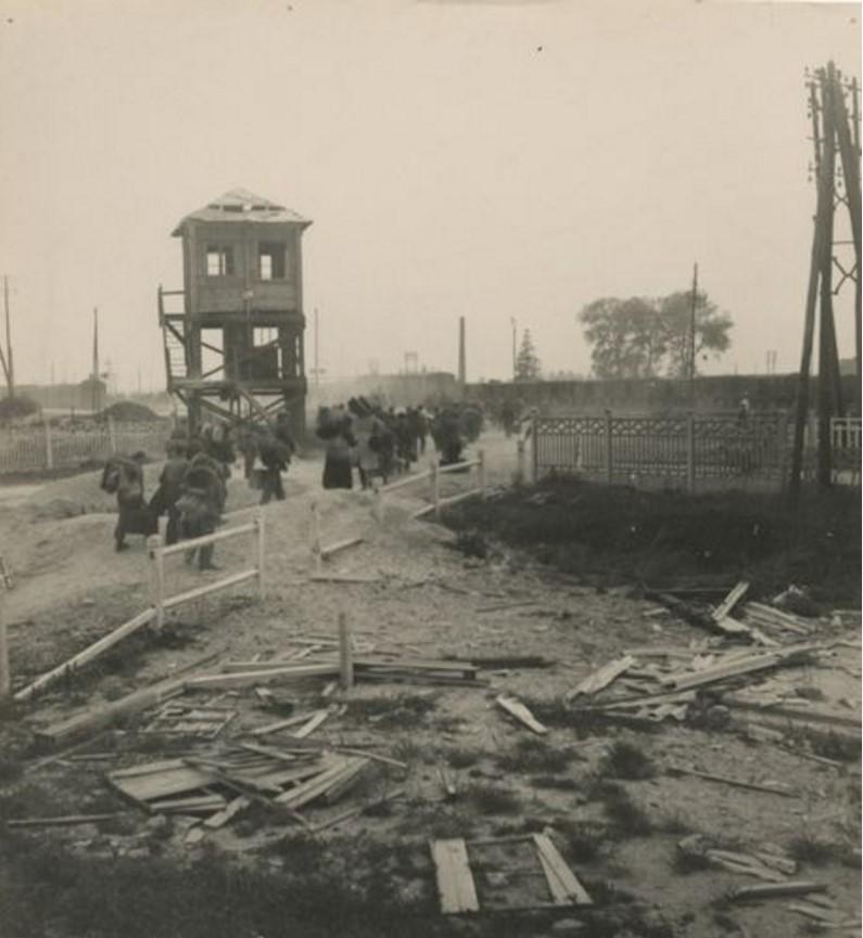 1945. Возвращение заключенных, Ревиньи-сюр-Орнен: