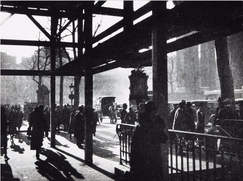 1930. Строительство магазина«Три области», площадь Мадлен