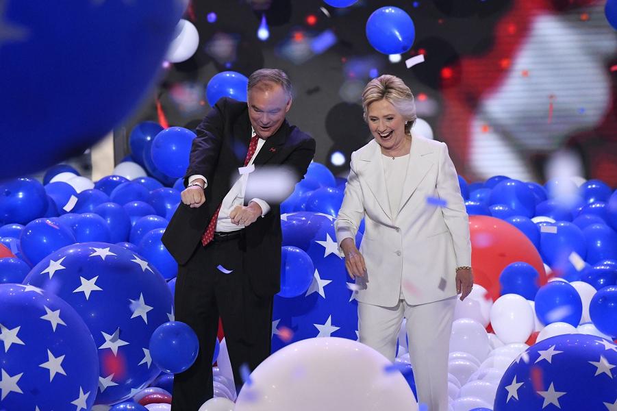 Клинтон и Кейн на Национальной Конвенции ДП.png