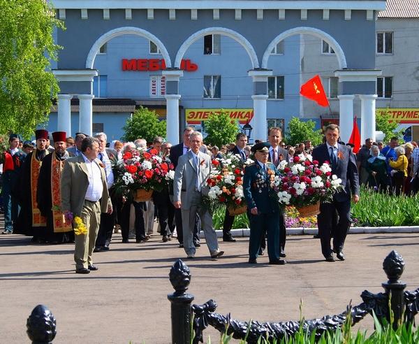 9 мая 2010 год, Алчевск. Возложение цветов к Братской могиле
