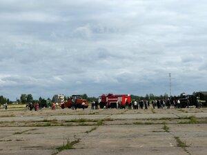 День воздушного флота на аэродроме в Кречевицах - машины аэродромного обслуживания