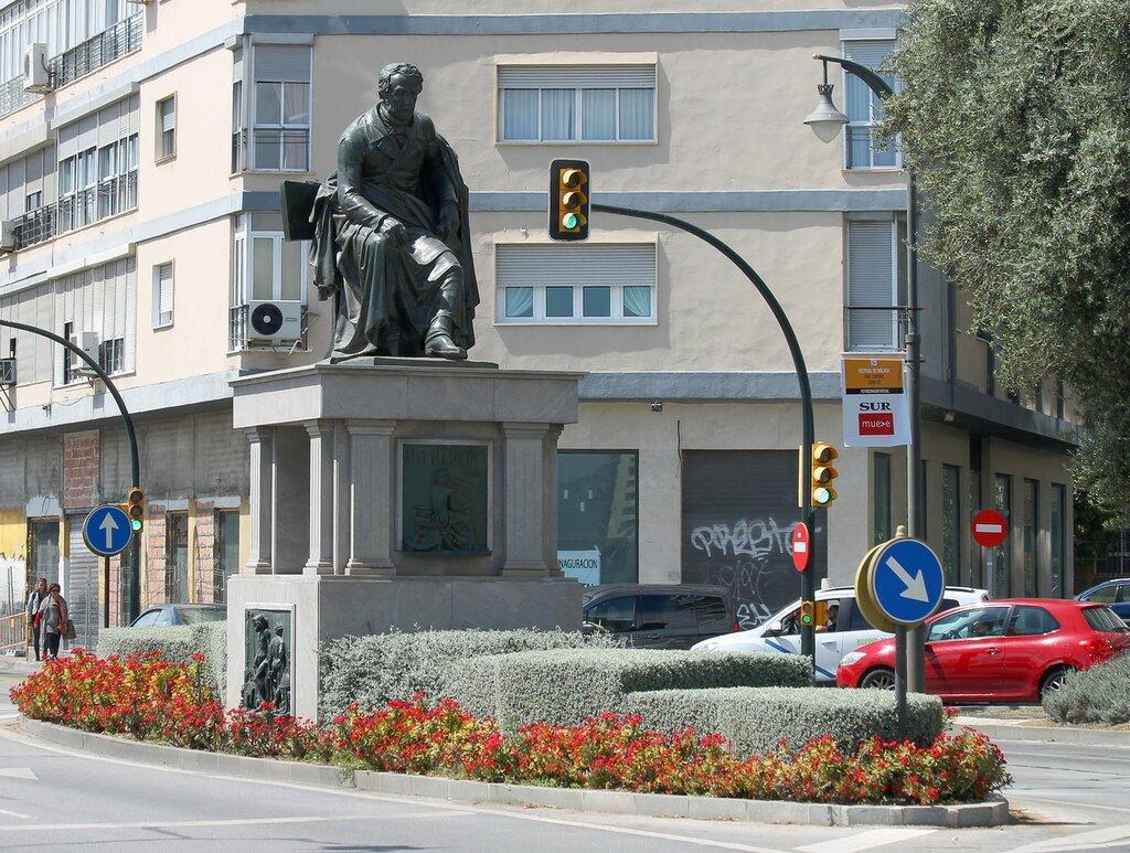 Малага. Памятник Мануэлю Эредиа (Monumento a Manuel Agustín Heredia)