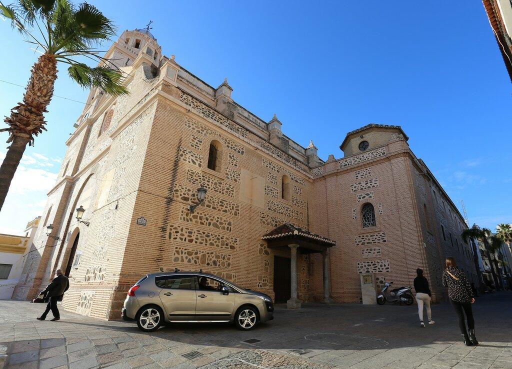 Альмуньекар. Церковь Воплощения (Iglesia de la Encarnación)