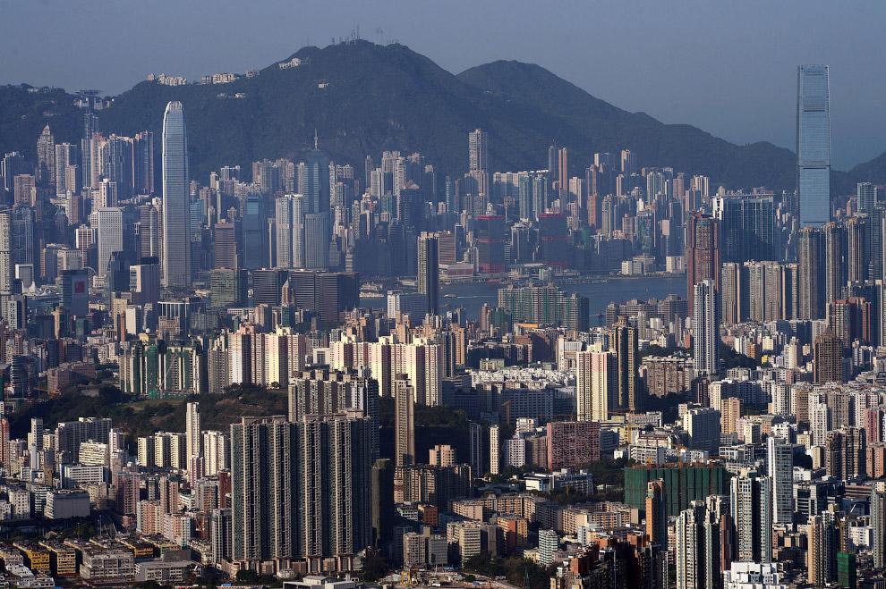 20. Вид из отеля Ritz-Carlton, который расположен в самом высоком здании Гонконга, 118-этажном